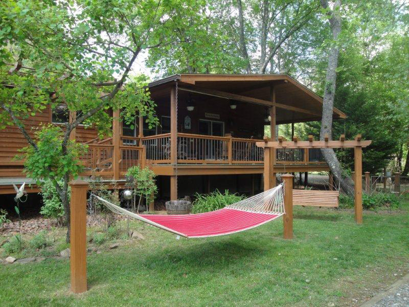 Franklin nc riverfront vacation log cabins - Small log houses dream vacations wild ...